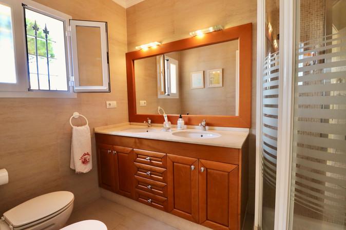 bathroom-view-garden-shower-ref40.jpg