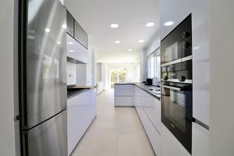 modern-kitchen-new-modern-ref185.jpg