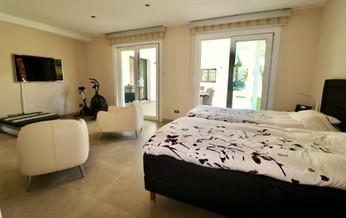 huge-bedroom-terrace-ref13jpg