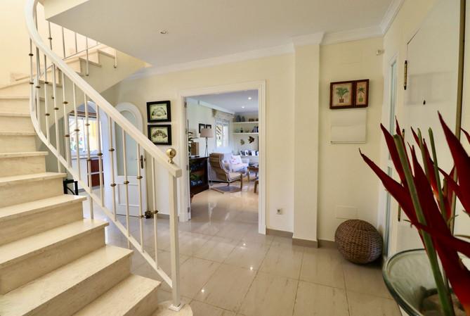 entrance-living-room-kitchen-ref40.jpg