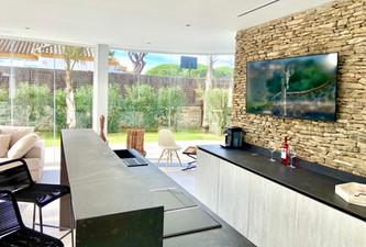 lounge-bar-covered-terrace-ref18jpg