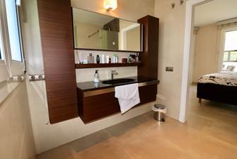 bright-bathroom-en-suite-ref13jpg