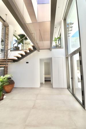 entrance-door-bedroom-staircase-ref18jp