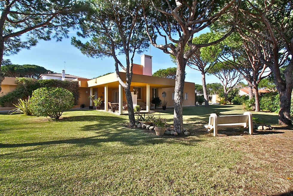huge-garden-nice-property-roche-refv89.j