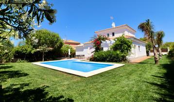 huge-pool-modern-property-ref185.jpg