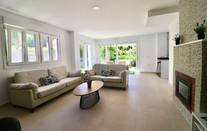 living-room-sofas-fireplace-ref185.jpg
