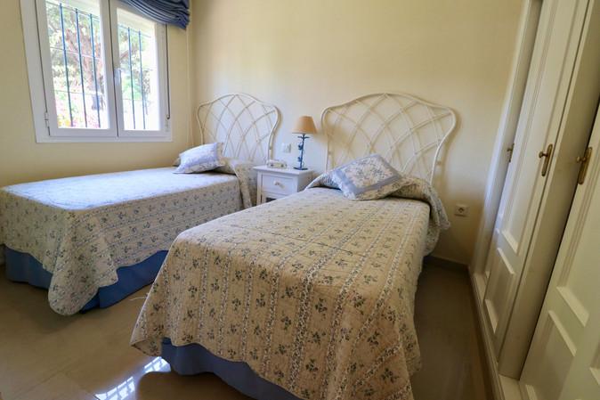 bedroom-single-beds-ref40.jpg