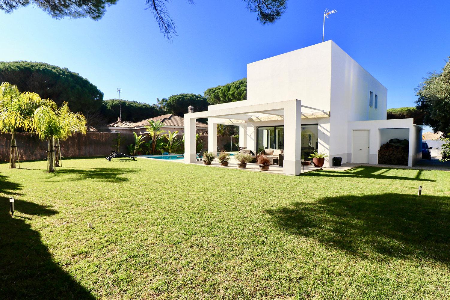 modern-luxury-property-pool-refv76JPG.JP