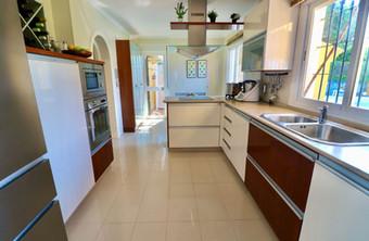 modern-luxury-kitchen-ref40.jpg