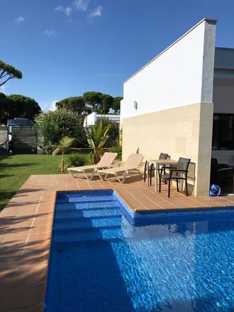 sun-beds-pool-garden-ref159.jpg