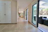 huge-modern-bright-entrance-ref13jpg