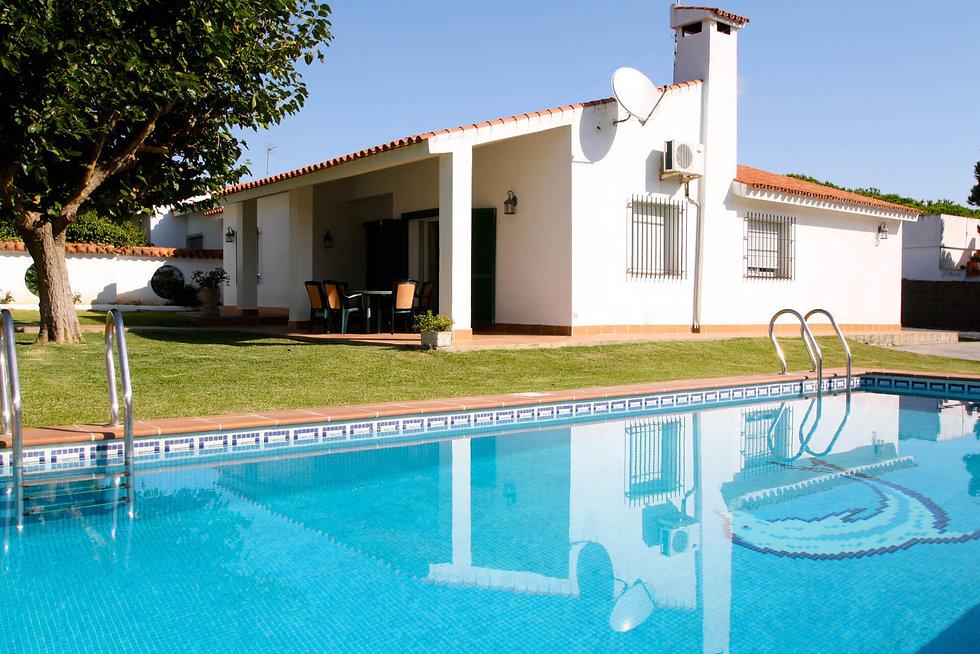 covered-terrace-pool-garden-house-refv86
