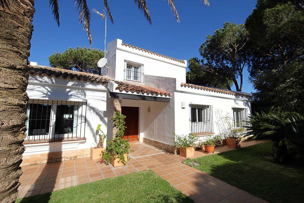 villa-garden-plot-palm-entrance-refv70.j