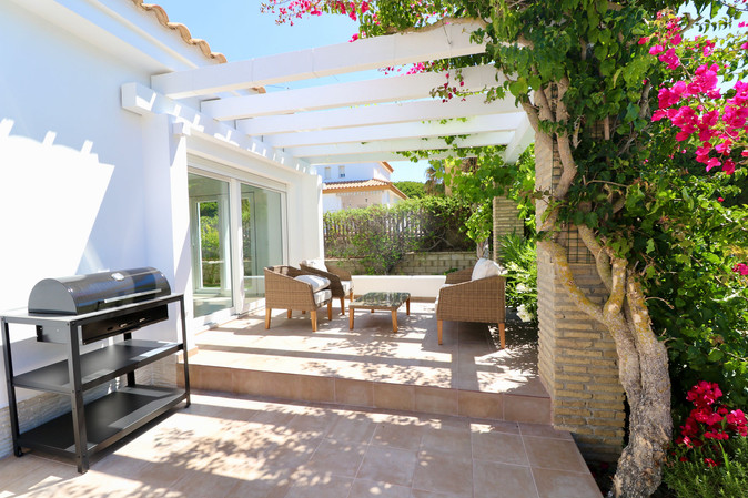 barbecue-terrace-garden-chill-out-area-ref185.jpg