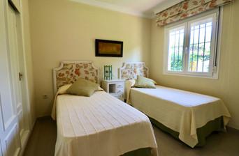 two-single-beds-bedroom-ref40.jpg