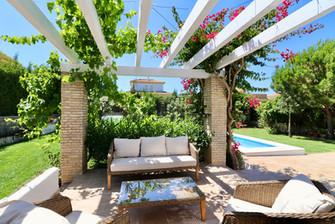 chill-out-area-pool-garden-terrace-ref185.jpg