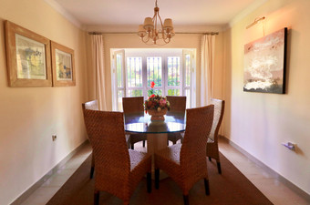 dining-room-table-chairs-ref40.jpg
