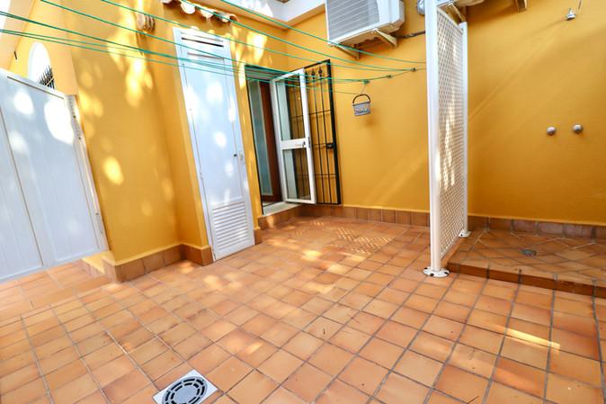 outside-shower-entrance-kitchen-ref40.jpg