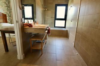 bedroom-bathroom-ensuite-tub-ref159jpg