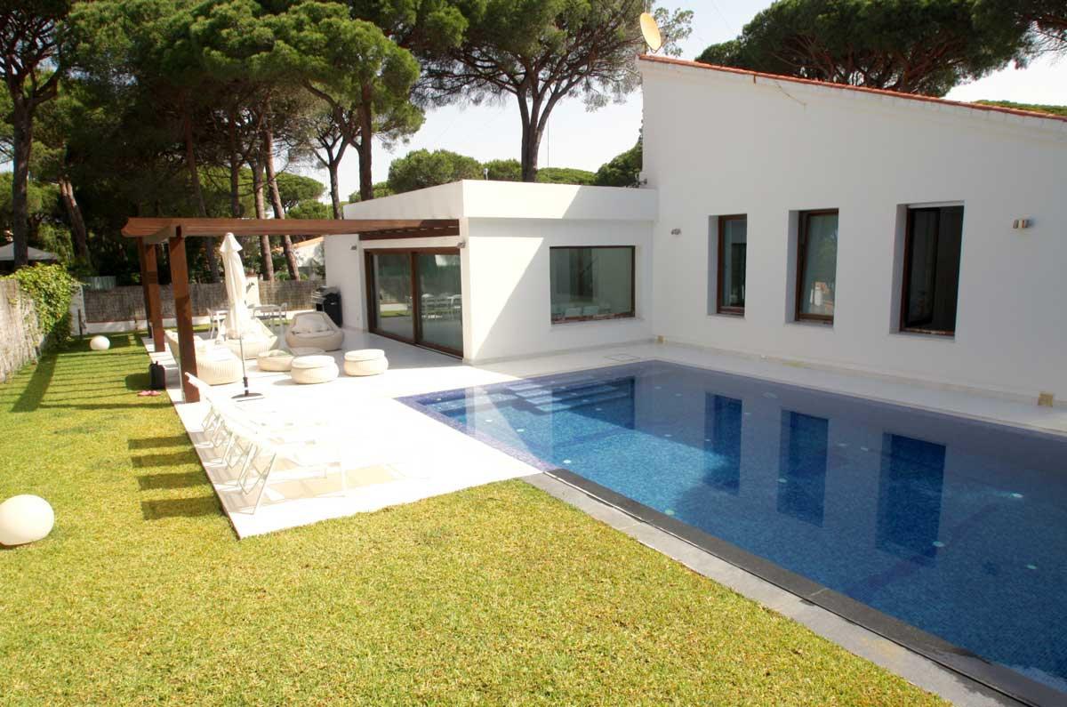 house-luxury-pool-garden-terrace-refv47.