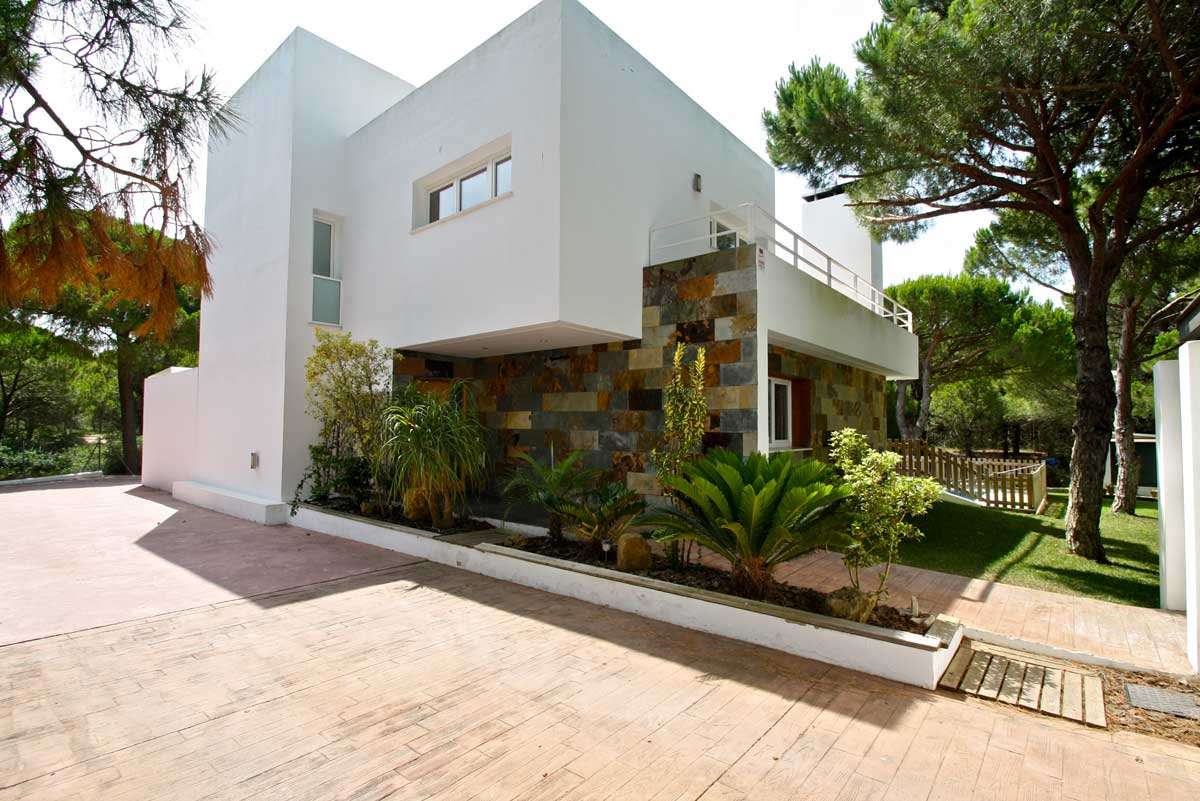 luxury-modern-house-parking-refv49.jpg