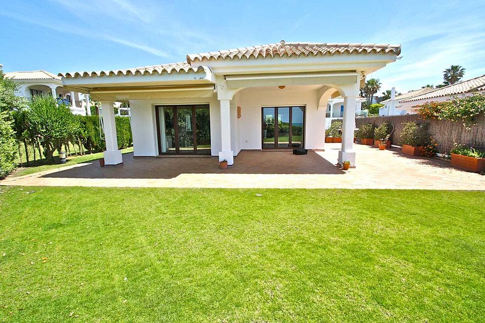 first-line-villa-garden-terrace-refv60.j