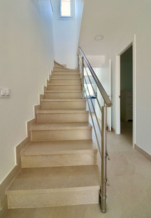 hall-staircase-first-floor-ref185.jpg