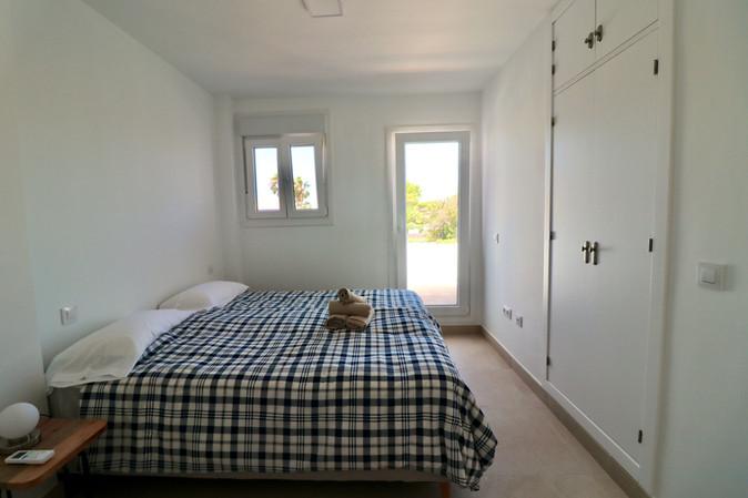 bedroom-huge-bed-access-terrace-ref185.jpg