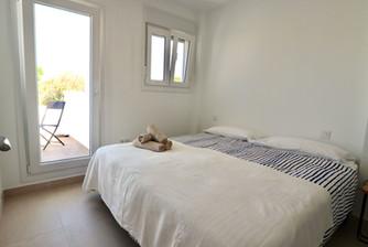 huge-double-bed-bedroom-access-terrace-ref185.jpg
