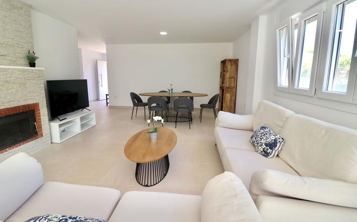 modern-luxury-living-dining-room-ref185.jpg
