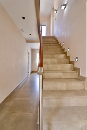 staircase-upper-floor-ref13jpg