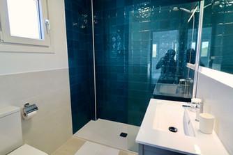 modern-bathroom-luxury-shower-ref185.jpg
