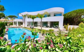 luxury-modern-villa-pool-garden-ref18jp