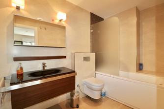 large-bathroom-whirlpool-ref13jpg