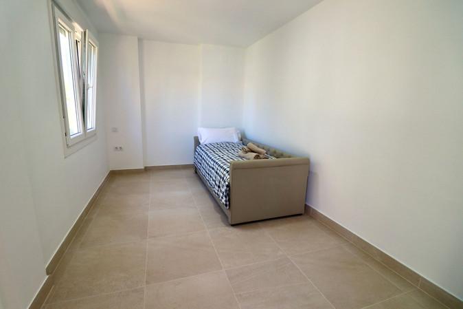 single-bedroom-with-view-garden-ref185.jpg