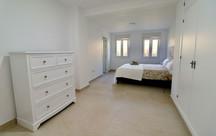 huge-luxury-modern-master-bedroom-ref185.jpg