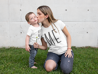 t-shirt-mockup-of-a-young-mom-kissing-he