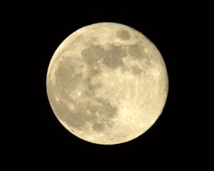 Loves, I am the Moon
