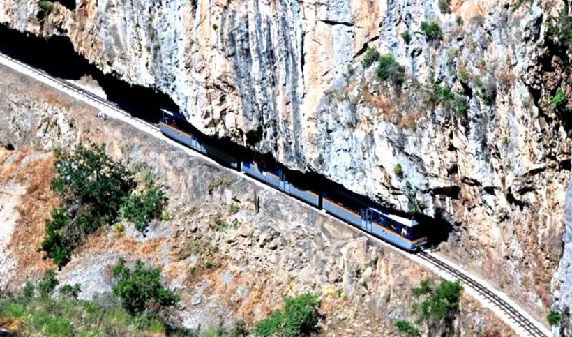 train-ride-through-the-canyon-in-kalavryta