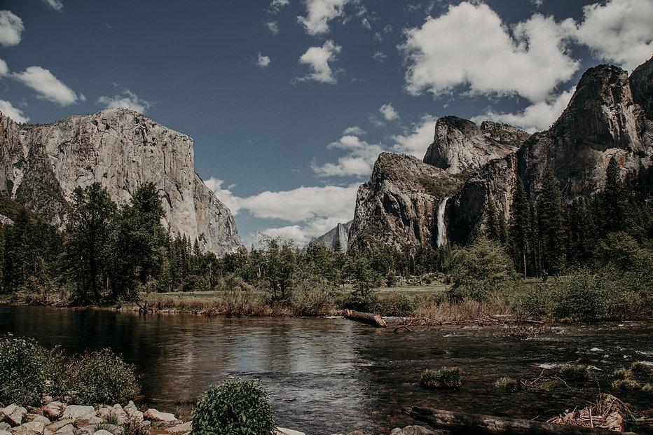 Yosemite Valley social crop.jpg