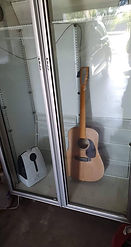 Humidity Chamber for acoustic guitars