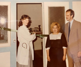 Ribbon Cutting with Dorothy Flores and R
