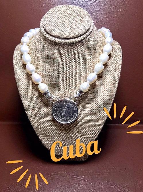CUBA COLLAR PERLAS DE AGUAS FRESCAS Y MONEDAS ORIGINALES.