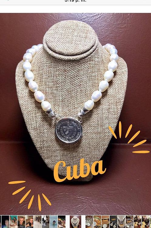 CUBA COLLAR PERLAS DE AGUAS FRESCAS Y MONEDA ORIGINAL CUBANA