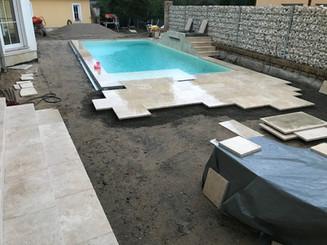 Poolbau Umpflasterung Travatin