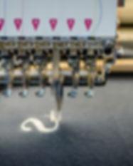 broderie-machine-tête-brodeuse-fils-automatisé-excellent-rendu-logévité-polaire-softshell-chemise-polo-logo-visuel