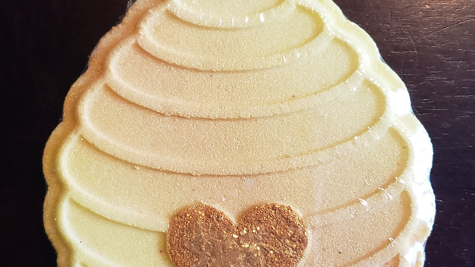 Beehive with Heart Bath Bomb