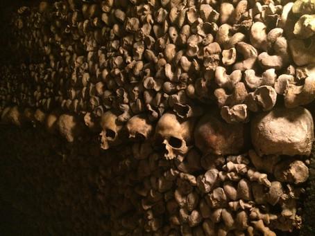 {法國巴黎}死人骨頭也可以排得很浪漫的地下墓穴