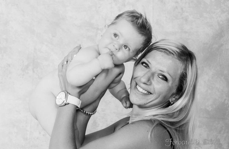 S maminkou (39) čb.jpg