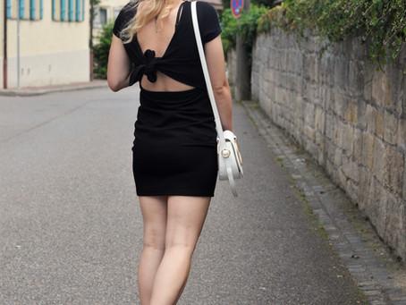Outfit: rückenfreies Kleid
